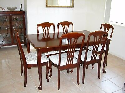 Mahogany Dining Table & 6 Chairs – good condition