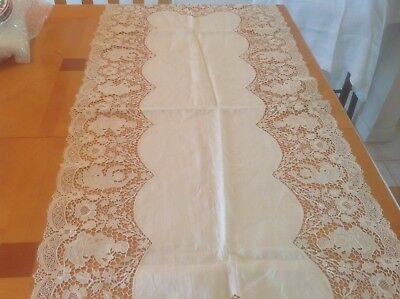EXQUISITE VINTAGE LINEN RUNNER w/ FIGURAL LACE BORDER ESTATE FIND