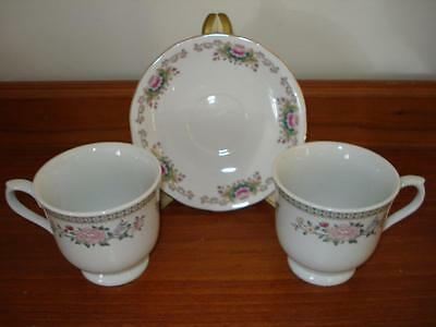 Display Set Of  Tea Cups &  Saucer  * Pretty Pink Flowers