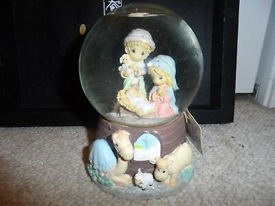Cute Precious Moments O Little Town Of Bethlehem musical water globe manger