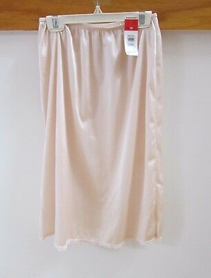 Vintage Warners Nude  Half-Slip 23 inches with tags
