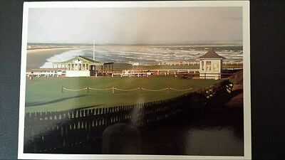 Unused  Postcard. The Old Course Starters Box and West Sands. St Andrews