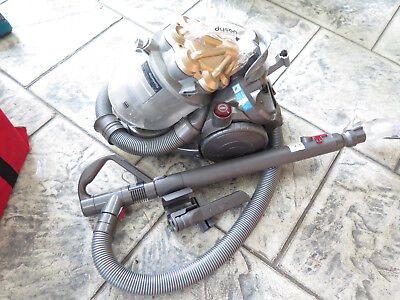 Dyson DC26 Bagless Vacum Cleaner Ex Cond Works Well