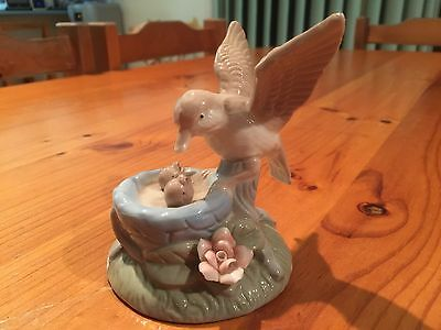 Vintage Bird Figurine Porcelain No Markings Excellent Condition
