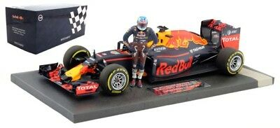MInichamps 1/18 Red Bull RB12 #3 F1 Austrian GP (2016) - Daniel Ricciardo w/ Fig