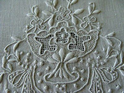 EXQUISITE Vtg MADEIRA Linen Guest Towel Early Whitework Hand Embroidered PRISTIN