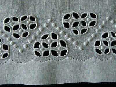 BEAUTIFUL Vintage MADEIRA White Linen Guest Towel Hand Embroidered