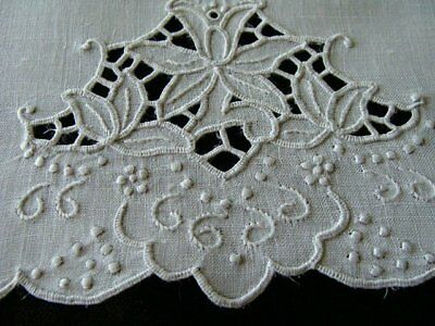 FAB Vtg MADEIRA White Linen Guest Towel Hand Embroidered Cutwork  PRISTINE
