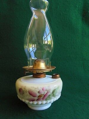 ANTIQUE ENGLISH HAND PAINTED MILK GLASS KEROSENE OIL TABLE LAMP c1900 WORKING