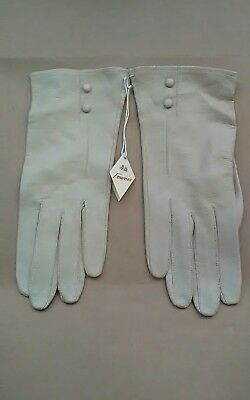 1930s Ladies Fownes leather cream gloves with tags. Excellent vintage unworn. S8
