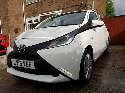 ATOYOTA AYGO 1.O X-PLAY VVT-i 5 DOOR DELIVERY MILES ONLY 298MILES* 2016 (16)REG!