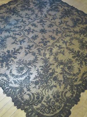 Beautiful Antique Victorian Black Chantilly Lace Shawl