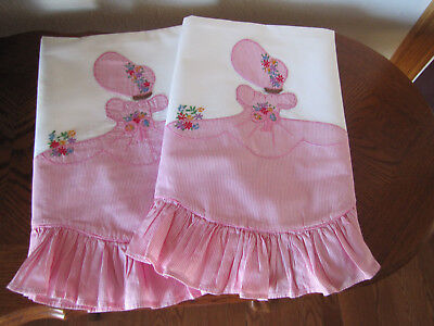 Vintage Pair Of Pillowcases Southern Belles / Colonial Lady Applique Red & White