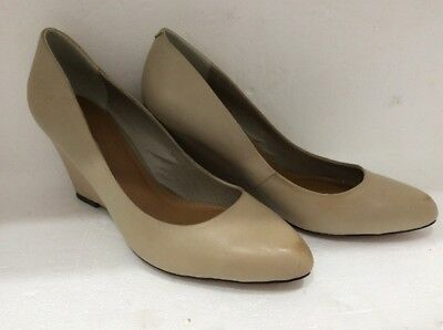 Ladies Distressed Leather Cream Wedge Shoes By Siren New Size 8............
