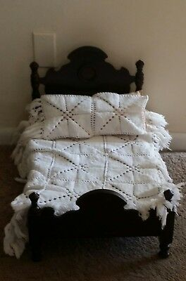 Charming Antique Mahogany Doll's Bed Victorian Style And Handmade Coverlet