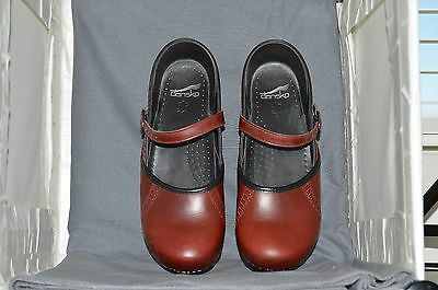 Dansko women's mary jane shoe size 40, red/brown leather, very good cond., 2k
