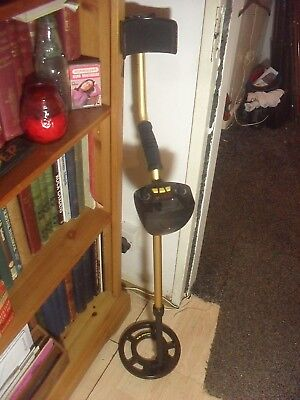 Raider MD 3009 II metal detector and carry bag, manual.  Used only 3 times.