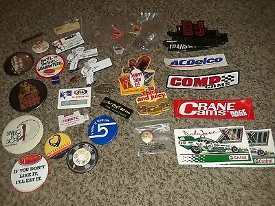 Vintage employee pins McDonalds, KFC, Wendys plus more collectables car stickers
