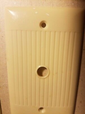 (1) Vtg Single Push Button Switch Plate Cover Art Deco Ribbed Beige Bakelite