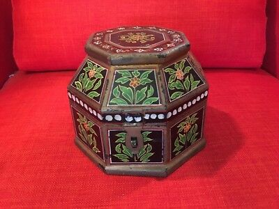 Beautiful Old Antique Chinese Octagon Shape 8 Sided Hand Painted Dresser Box