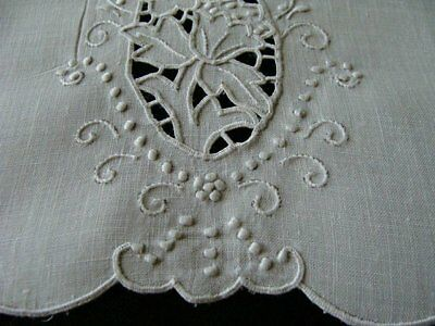 FAB Vtg MADEIRA White Linen Guest Towel Hand Embroidered Cutwork PRISTINE Unused
