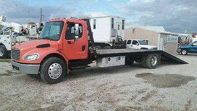 2005 Freightliner M2106 25' Flatbed Truck With Hydraulic Dove Tail