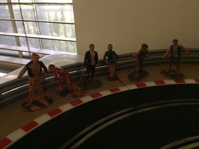 Scalextric Spectators And Mechanics Original Figurines