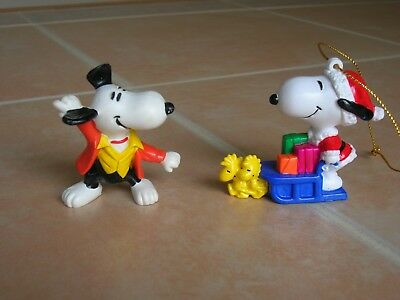 2 Snoopy Peanuts Figurine Vintage 1958 '66 United Feature Hong Kong + Ornament