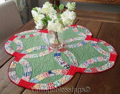 Charming! Vintage 30s Wedding Ring Table or Crib QUILT Red & Green 28x27