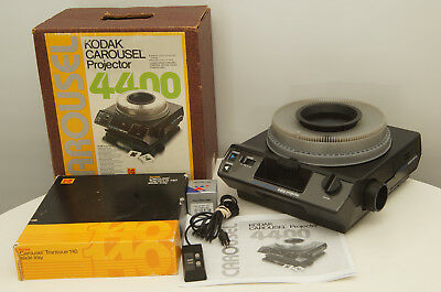 Kodak Carousel 4400 Projector with tray, lens,remote, bulb