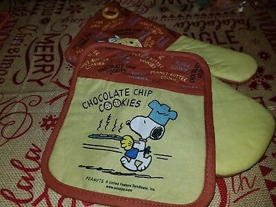Peanuts SNOOPY Oven Mitt & Potholder Set NEW Chocolate Chip COOKIES 2005