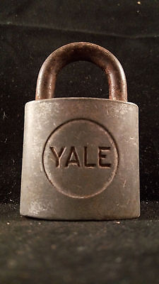 YALE Lock Co Rustic Padlock LOCK Vintage Antique Display G64 (W/ No KEY)