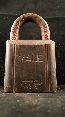 YALE Lock Co Rustic Padlock LOCK Vintage Antique Display G75 (W/ No KEY)