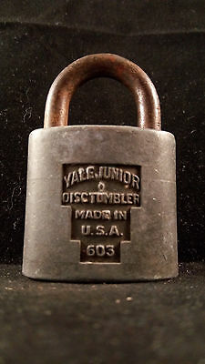 YALE JUNIOR Lock Co Rustic Padlock LOCK Vintage Antique Display G60 (W/ No KEY)