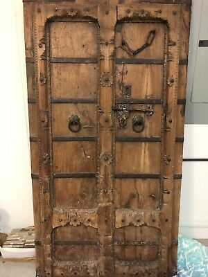 ANTIQUE 17th CENTURY HAND CARVED MUGHAL WOODEN DOOR.