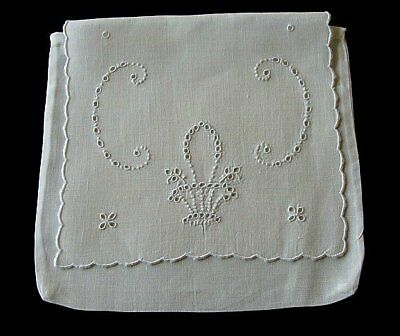 Beautiful Vintage MADEIRA Linen Napkin or Hanky Case Hand Embroidered PRISTINE