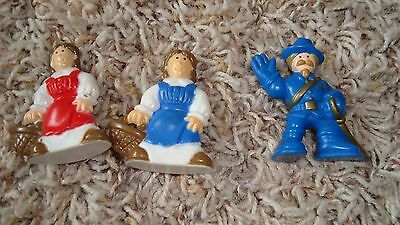 Vintage Lincoln Logs, Lincoln Poeple, 1 Soldier, 2 Farm Women    Smoke Free Home