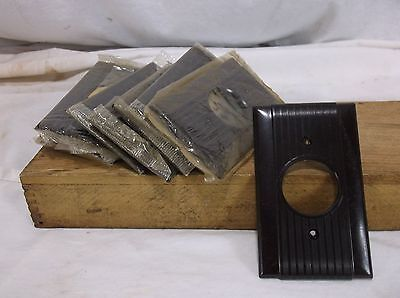 Vintage NOS BAKELITE Ribbed Single ROUND Receptacle Switch Plate Cover Art Deco