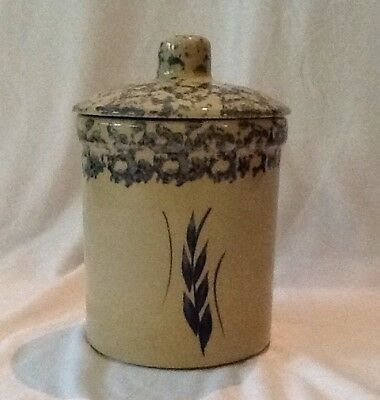Roseville USA R.P.P one Quart High Jar with Lid, Sponge w/blue Wheat