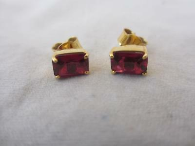 Vintage c. 1980's 9ct yellow Gold nutural Ruby Stud Earrings. j507 tablet cut