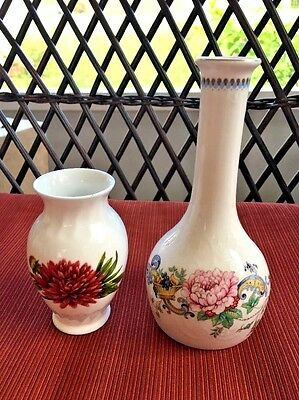 2 Elegant Bone China English Vases a Crown Staffordshire Chelsea Manor & Aynsley