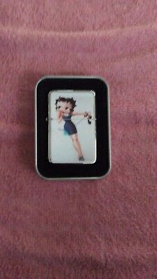 Betty boop clasic logo cigarett lighter. With a tin case. New.