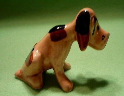Vintage 1930'S GRINDLEY Pottery seated BASSET HOUND figurine. Triangle whiskers.