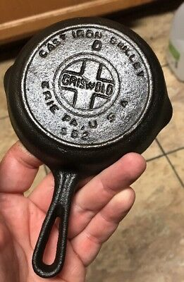 Small Griswold 562 Cast iron pan Skillet salesman sample Heat ring Sits Flat