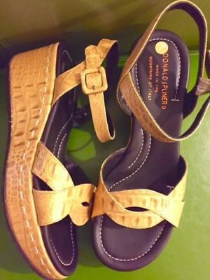 NIB $219 DONALD J PLINER Leather Gold Low Wedge Sandal Size 7