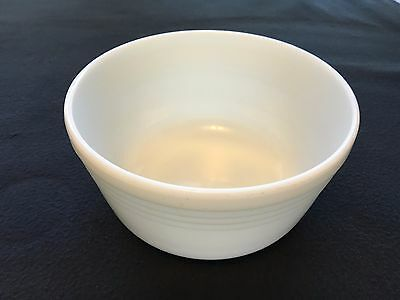 """Pyrex Hamilton Beach 8 3/4"""" Large Milk Glass Mixing Bowl Ribbed ~ Made in USA"""