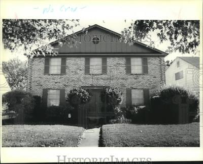1989 Press Photo A beautiful two-story brick home at #30 Antigua in Kenner