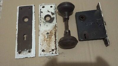 VINTAGE METAL DOOR KNOB SET WITH LOCK AND BACK PLATES (See Description)