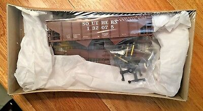 HO Walthers Southern 36' Wood Chip Hopper Kit. Road number 132075.