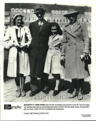 """1998 Press Photo Anne Frank with her family, """"Biography Anne Frank"""" - nop26599"""